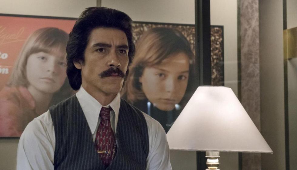 Óscar Jaenada como Luisito Rey en 'Luis Miguel, la Serie'